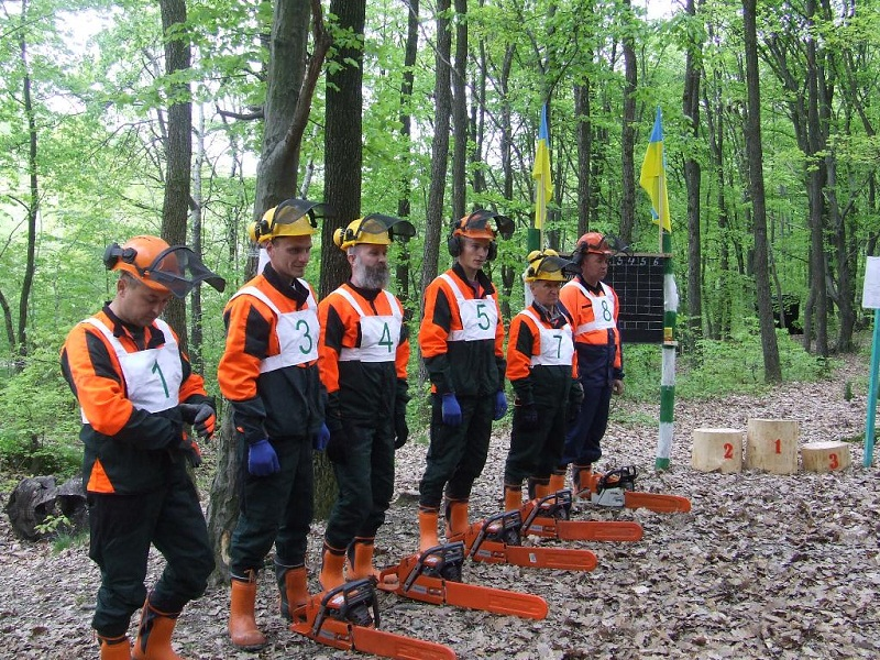 На Виноградівщині відбулися виїзне семінар-навчання і змагання вальників лісу