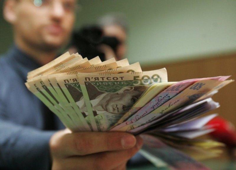 Українцям дозволять не виходити на роботу в разі затримки зарплати